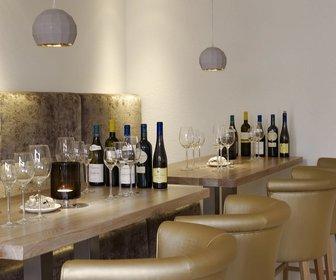 V Bar & Lounge