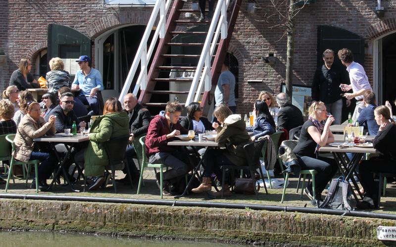 Aan De Tafel.Tafel Aan De Gracht In Utrecht Eet Nu