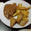 Patat met sat%c3%a9  kerriehaljes en groente loempiatje lieneke 16 12 2017 thumbnail