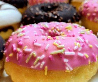 Roze donut ontbijtservice preview