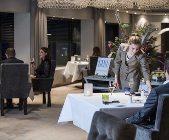 Hotel okura amsterdam   ciel bleu restaurant   overview with guests  28large 29 preview