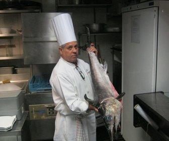Antonio met enorme zwaardvis preview